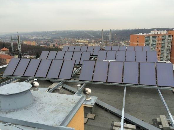 100 solárních kolektorů SUNTIME 2.1 dodává čistou energii pro bytový dům v Praze