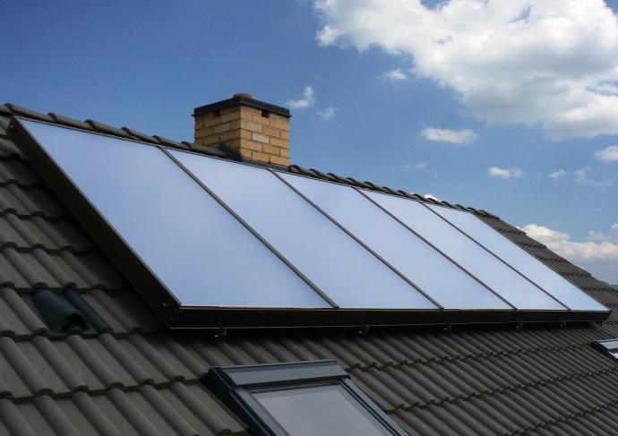 Kombinujte solární systém s kotlem na biomasu